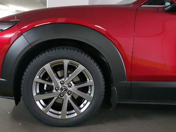 "Nokian SUV 4 215/55-18 H auf passende Mazda Leichtmetallfelge 7x18"" ET 45mm, Design 72, Chrome Shadow BDEL-V3-810A"