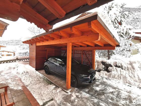 Halber Meter Schnee am Dach.
